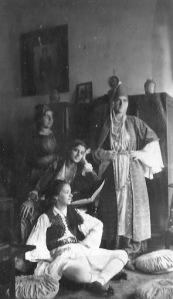 Εορτή 25ης Μαρτίου 1931 στα Χανιά, Τσολιάς, η Μαρία Παπανικολάου