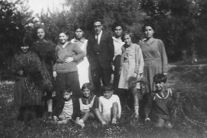 Χανιά, Πρωτομαγιά 1931, 2η από αριστερά Μαρία Παπανικολάου
