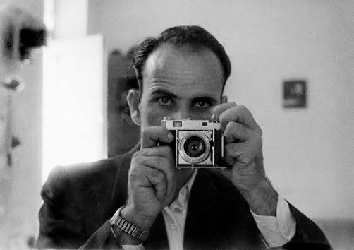 φωτ.2/ Ο Κωστής Παπαμιτσάκης με την ρετίνα του_1951